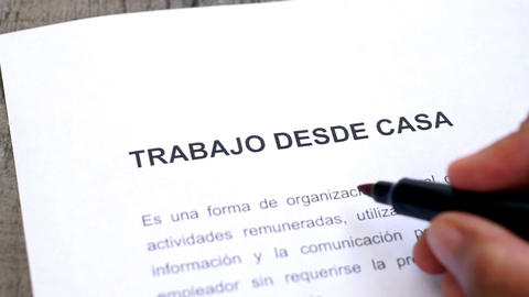 Circling Work from home with a pen (In Spanish) Stock Video Footage