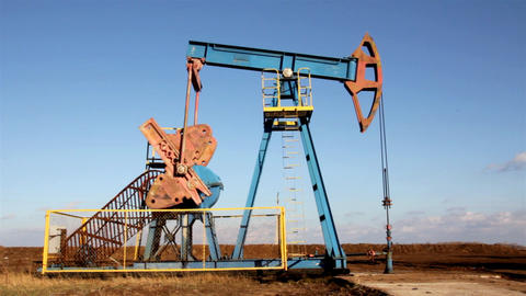 working oil pump Stock Video Footage