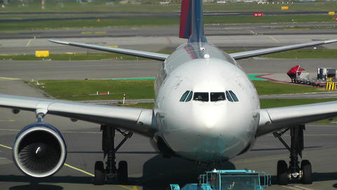 Schipol Airport Amsterdam 13 delta airlines Stock Video Footage