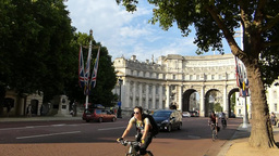 Front view of LONDON Admiralty Arch, London UK (LO Footage