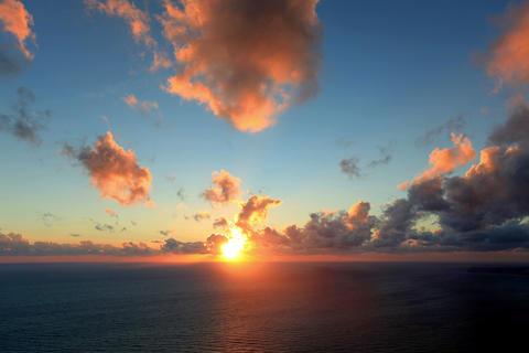 4K. Timelapse sunset on the sea. Earthquake. FULL Stock Video Footage