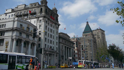 Shanghai bund traffic,old business building Stock Video Footage