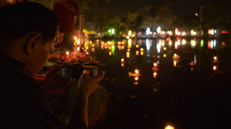 Thai Family Praying During Loi Krathong Festival i Stock Video Footage