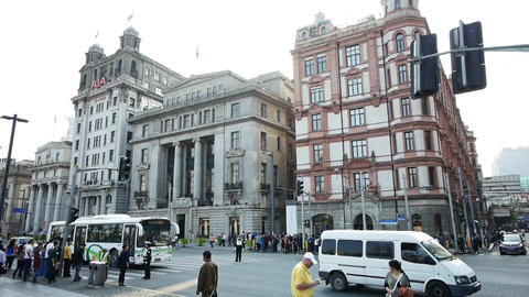 time lapse,Shanghai bund traffic & tourist crowd,old-fashioned building Animation