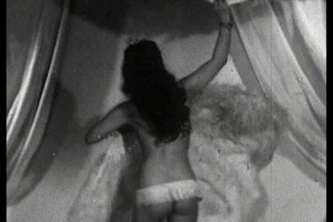A Chinese dancer performs a striptease in the 1930, Live Action