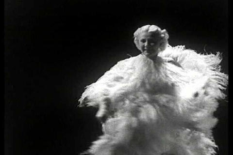 Carmelita in her famous fan NY dance in this 1930s Footage