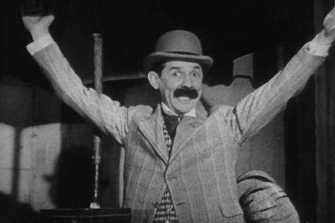 A strange song about the circus from 1950 Live Action