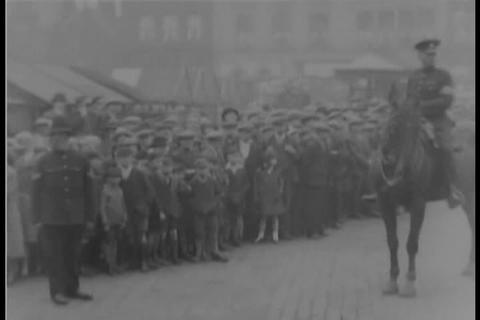 Gandhi visits textile workers in England in 1931 Live Action