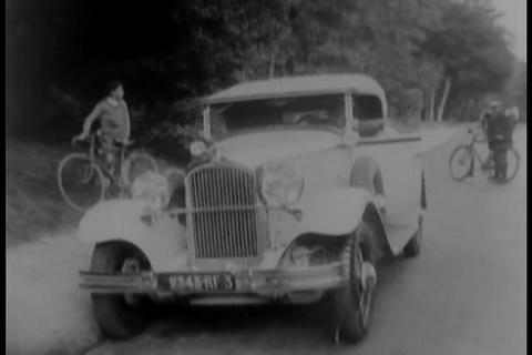 An unusual way to fix a flat tire in 1931 Footage