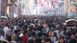 Crowds walk through shopping street in Istanbul Footage