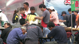 Chinese migrant workers eat lunch on the streets Footage