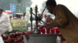 Selling fresh juice on busy Lahore road Footage
