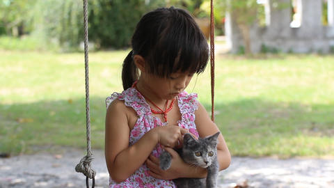good cat and little girl ビデオ