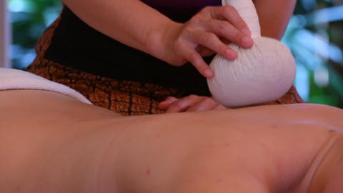 Back Massage with herbal compress balls Live Action