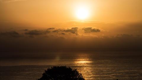 Sunrises And Sunsets (FullHD)