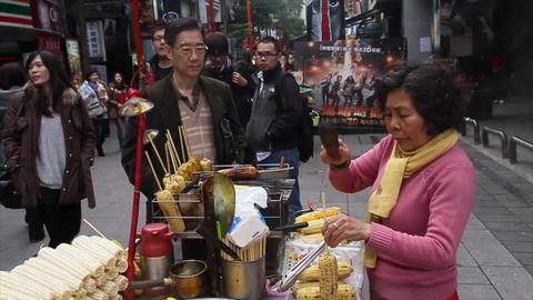 view of vendor serving corn at ximending 動畫