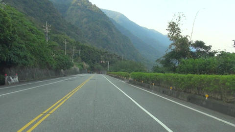 driving on the mountain road Live影片