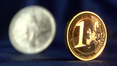 Money series: defocus from euro to liberty dollar Footage