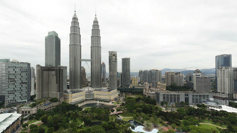 View of the Petronas Twin Towers and KLCC Park, Ku Live Action