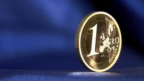 euro to dollar defocus pan Stock Video Footage