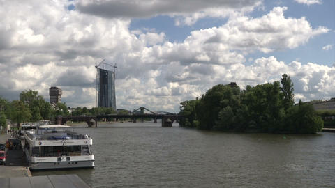 Main river in Frankfurt Live Action
