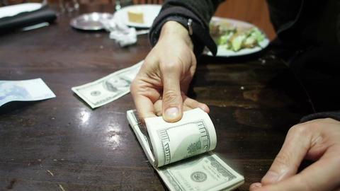 FT 0057 Man Counts Hundred Dollar Bills 30 P No Au ビデオ