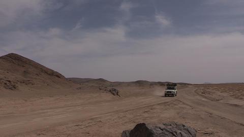 FT 0065 SUV Fork In Desert Road 24 P Aud PJ 95 Footage