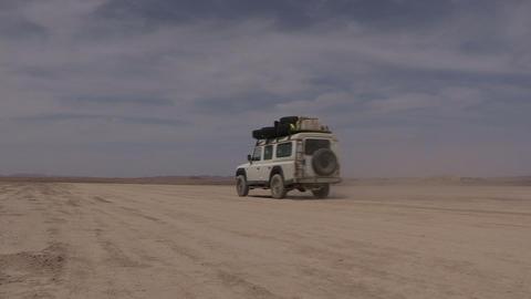 FT 0067 SUV On Desert Flats 24 P Aud PJ 95 Footage