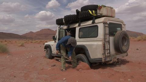FT 0069 SUV Stuck In Sahara Desert 24 P Aud PJ 95 Footage
