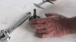 measuring with caliper ビデオ