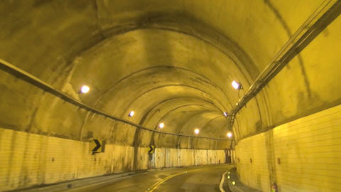 driving through the tunnel Live影片