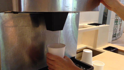Filling ice to white cup Live Action