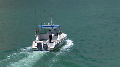 boat arrive dubai marina speed ramp Stock Video Footage