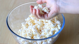 Popcorn. Hand is grabbing popcorn ビデオ
