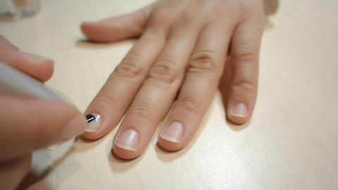DOLLY: Clear nail polish ビデオ