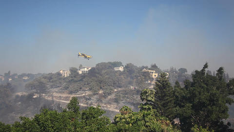 Airtanker drops fire retardant during forest fires Footage