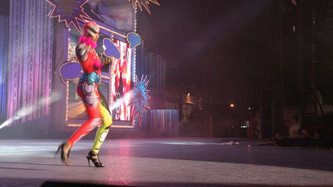 Carnival time! Performing in the Body Painting com Footage