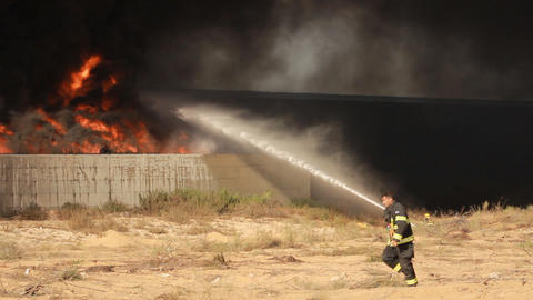 fire industrial firefighters battle blaze in packa Stock Video Footage