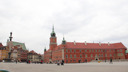 Warsaw. King Sigismund column and the Royal Castle Stock Video Footage