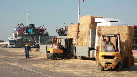 IZMIR, TURKEY - JANUARY 2013: Hay bales loaded ont Stock Video Footage