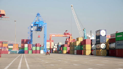 IZMIR, TURKEY - JANUARY 2013: Freight containers i Stock Video Footage