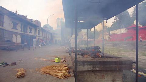 KATHMANDU, NEPAL - JUNE 2013: cremation at pashupa Stock Video Footage
