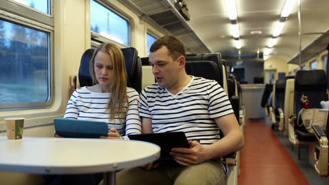 Woman with pad and man with laptop talking in the Stock Video Footage