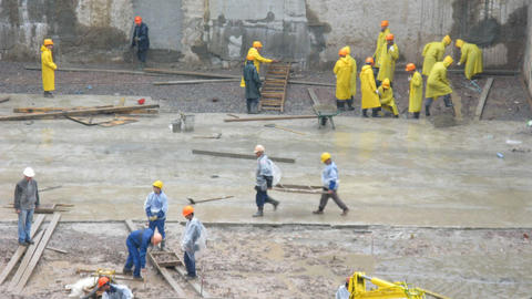 Workers under rain Stock Video Footage
