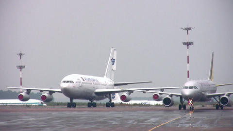 plane in airport Stock Video Footage
