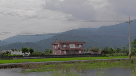 western style house grass fields with mountain Live影片