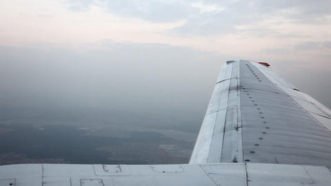 Reduce aircraft landing Stock Video Footage
