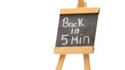 Phrase Back in 5 min written on a blackboard Stock Video Footage