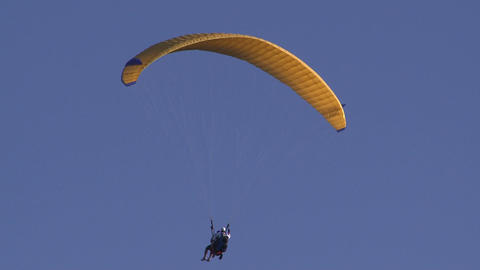 tandem paragliders Stock Video Footage