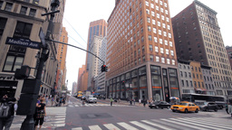 Crossroad, New York City street traffic Stock Video Footage